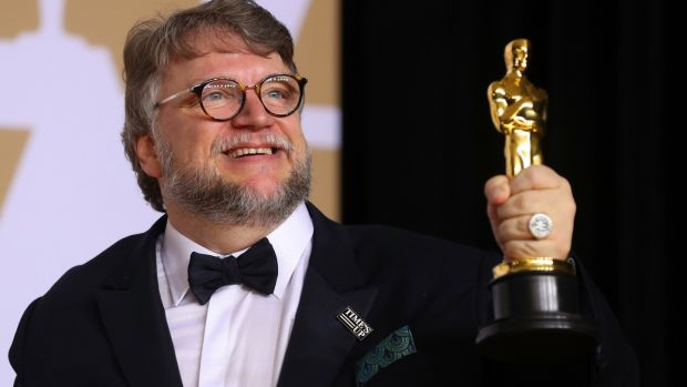 Guillermo del Toro with the Best Director Award for 'The Shape of Water'. REUTERS/Mike Blake