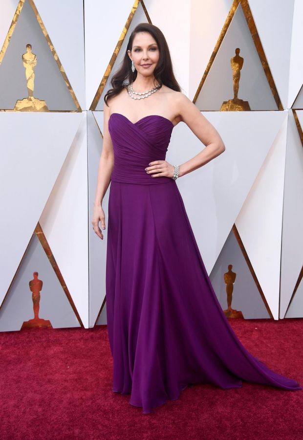 Ashley Judd chose a bright hue in a purple draped corseted gown by Badgley Mischka.