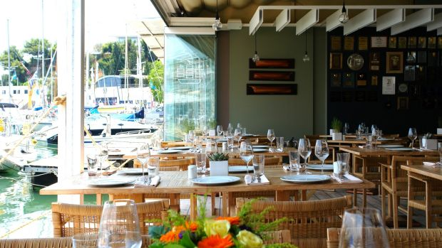 For upmarket dining, try Varoulko Seaside, in Mikrolimano marina, Piraeus.