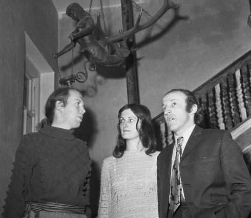 1971 - Garech de Brun (left) with Paddy Moloney,  of the Chieftains and Mrs Moloney, at the Tailors Hall reception in Dublin last night to mark the publication of five new traditional records under the Claddagh label.  Photograph: Kevin McMahon /The Irish Times