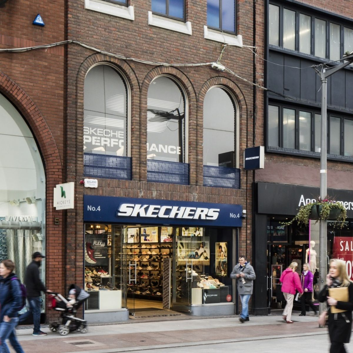 Colibrí Limo Mediana  Skechers store on Henry Street for sale for €8.35m
