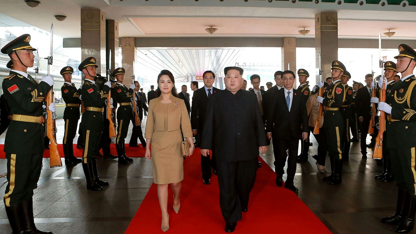 kim jong un s rarely seen wife makes her mark in china