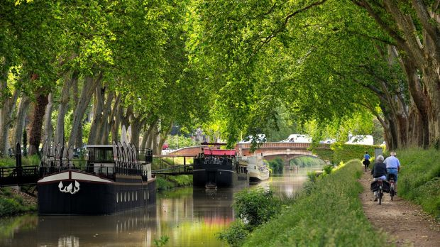 Cycle along the Canal du Midi in Toulouse, France