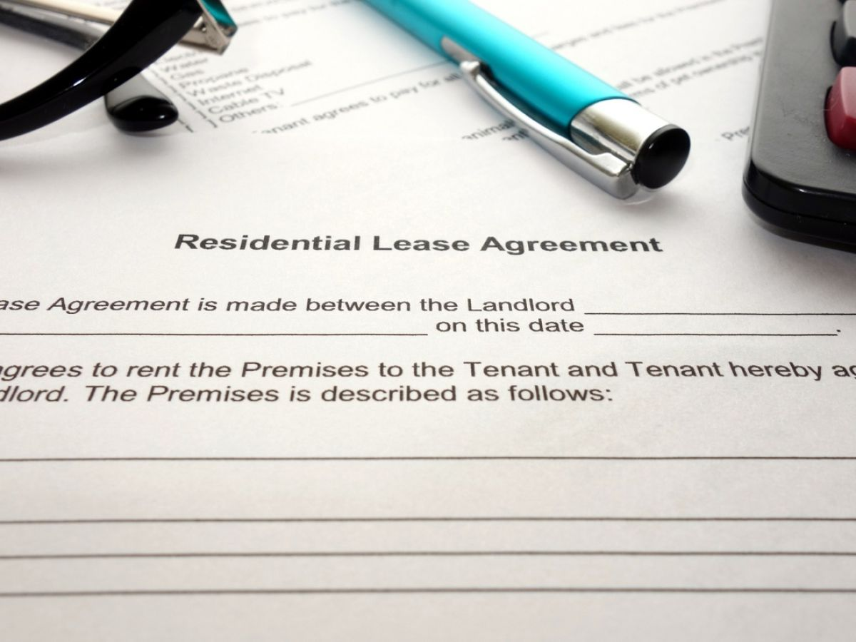 Tell me, from when does ownership arise when concluding a contract for the gift of an apartment