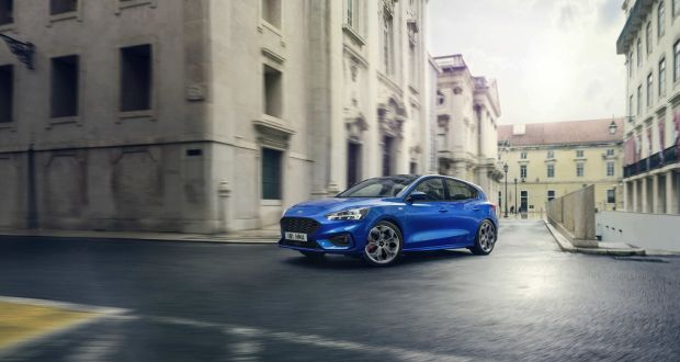 The new ford focus hopes to revive the hatchback the new ford focus fandeluxe Images