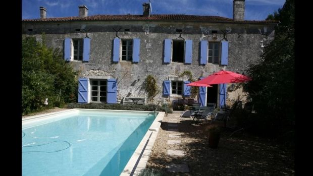 France: Former farmhouse with a swimming pool in the market town of Mareuil