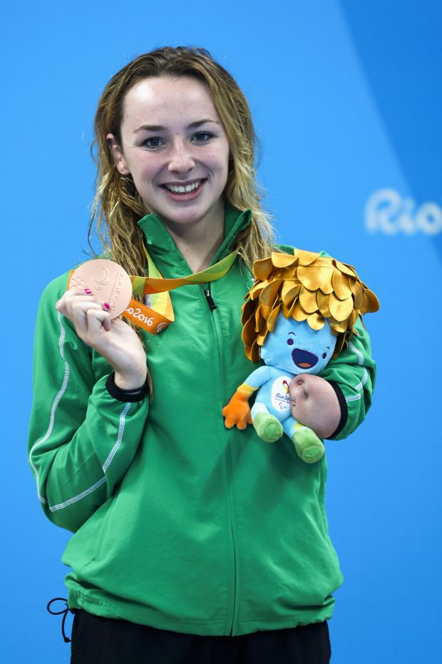 Ellen with the bronze medal won in the 100m Breaststroke in Rio.