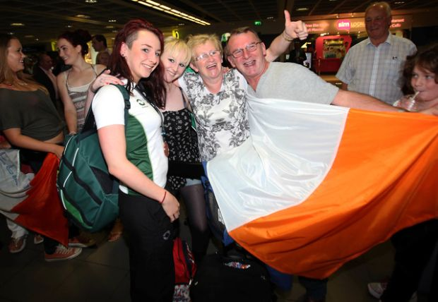 Ellen - with sister Hazel, mum Laura and father Eddie - after returning home from the 2013 IPC World Championships with two bronze medals.