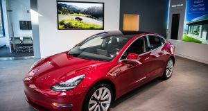 Tesla plans to halt production of its long-awaited Model 3 saloon on Tuesday in a bid to work out kinks that have slowed assembly of the car