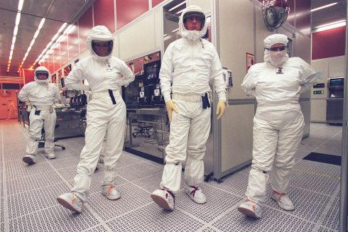 Ergonomic stretching exercises dering a shift inside the Clean Room at Intel in Leixlip where Pentium 3 semi-conductor wafers are manufactured. PHOTOGRAPH - FRANK MILLER 8.12.99