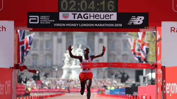 Eliud Kipchoge crosses the line to win. Photo: Daniel Leal-Olivas/Getty Images