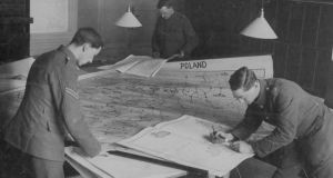 Soldiers work on a map of Poland for the peace conference following the first World War. Photograph: Paul Thompson/FPG/Getty Images
