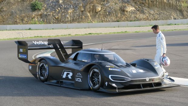 volkswagen to race to the clouds on electric power at pike s peak. Black Bedroom Furniture Sets. Home Design Ideas
