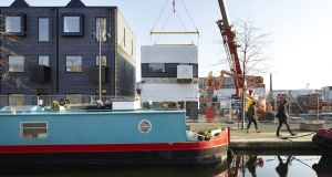 Part 2: Installing modular housing by Urban Splash at Keepers Quay, Manchester