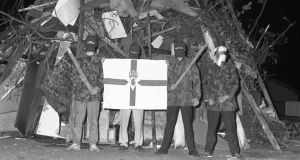 The Cambridge History of Ireland: UDA members at a bonfire barricade. © Bobbie Hanvey