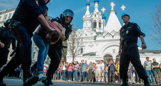 moscow police arrest protesters ahead of putin inauguration for