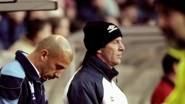 Chelsea manager Gianluca Vialli (L) with his assistant Graham Rix during a Premiership game in December 1999. Photograph: Michael Steele/Allsport