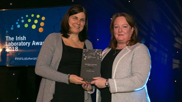 Lisa Keating, Scientific Programme Manager, Programmes Directorate, Science Foundation Ireland presents the Agricultural Laboratory of the Year award to the Sarah McNicholas, Irish Equine Centre.