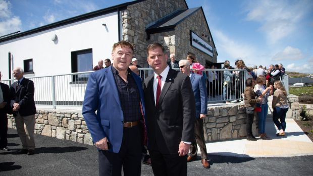 Mairtín Ó Catháin (left) chairman of the organising committee, welcomes the Mayor of Boston Marty Walsh to the Emigrant Commemorative Centre in Carna. Photograph: Seán Ó Mainnín