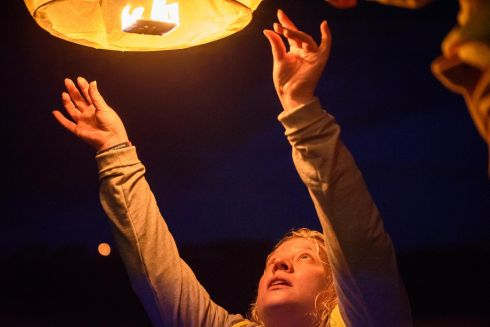 Sian Butterly from KYSS releasing a fire lantern along the route of the inaugural Kinsale Darkness into Light walk in aid of Pieta House and organised by Kinsale Youth Support Services (KYSS). Picture. John Allen