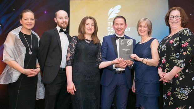 David Bryant, Segment Programme Manager, Speciality and Medical Gases presents the Business Collaboration Award to University of Limerick Team.