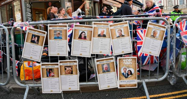 Gallery incredible cork board Foam London Barriers Decorated With Royal Family Version Of The Top Trumps Card Game Prince Pinterest Monarchy In The Uk The Royal Familys Uncertain Future