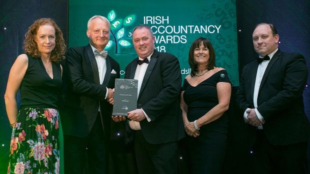 Des O'Neill, Managing Director, ProfitPro presents the Practice of the Year Award to the RSM Ireland team