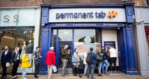 Visa apologises as card outage causes chaos across europe people pictured queuing at a permanent tsb atm on st stephens green dublin on reheart Images