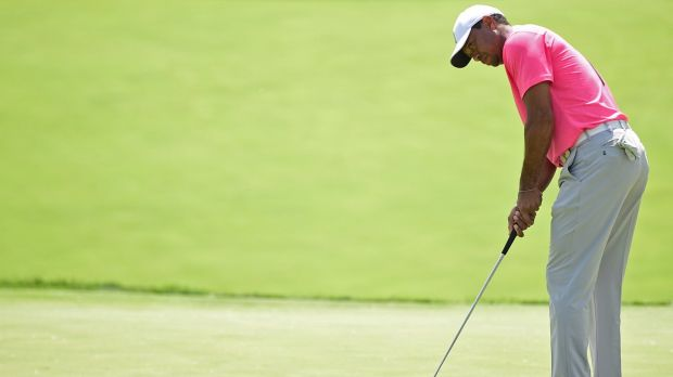 Woods' putter let him down on the back nine on Saturday. Photo: David Dermer/AP Photo