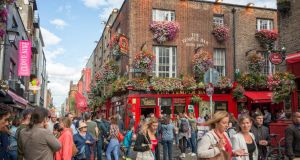 An Irish Food Trail, which takes visitors to three different Dublin restaurants over the course of their meal, is the most booked food and drink experience in Ireland on Airbnb