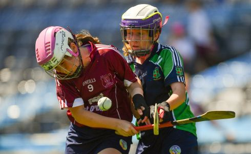 Grace Raftery of St. Brigid's NS, Castleknock, left, in action against Sarah Furlong of Loreto PS, Rathfarnham. Photo: Piaras Ó Mídheach/Sportsfile
