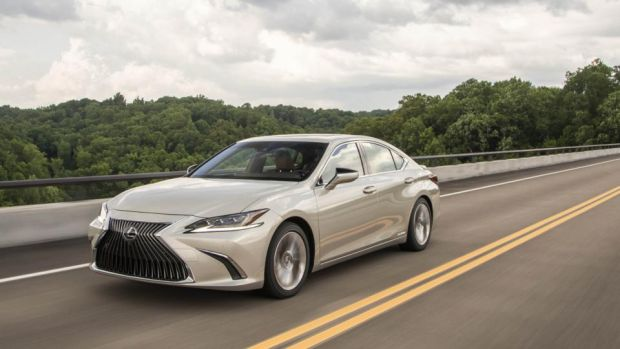 lexus es could be the car that tempts executives back to the brand