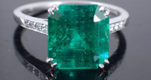 Lot 200: emerald and diamond ring