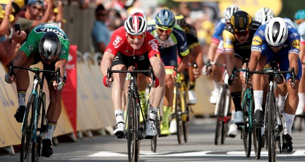 Quick-Step Floors rider Fernando Gaviria of Colombia (right) wins the  fourth stage 53822abe2
