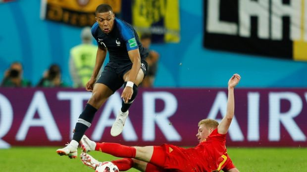 Kylian Mbappe skips past Kevin De Bruyne. Photo: Lee Smith/Reuters