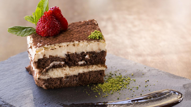Для всех любителей сладкого all-roof.ru собрал самые шикарные шоколадные десерты, которые при желании могут стоять на вашем столе уже через 10 минут.