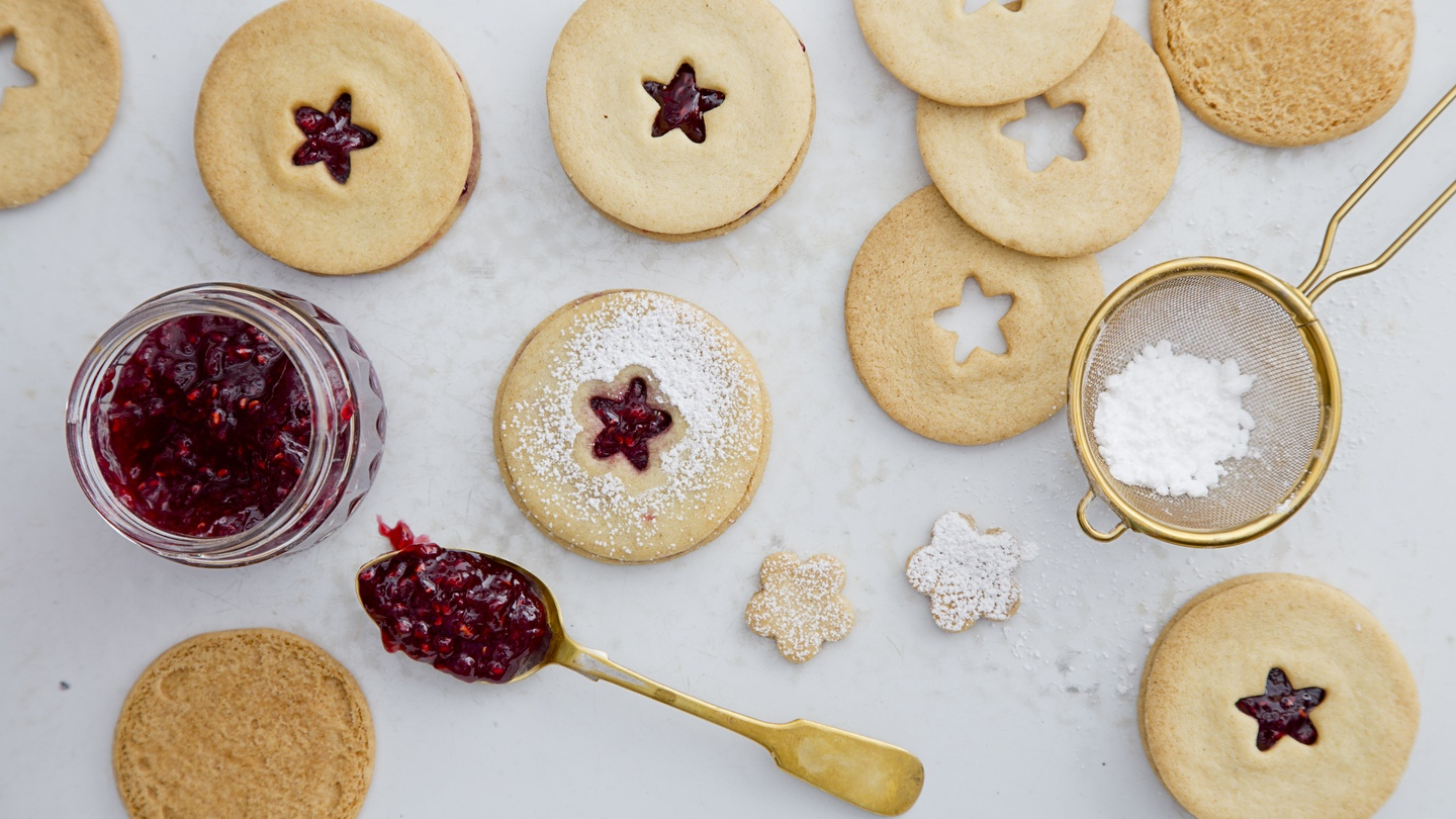 Recipe: Jammy dodger biscuits