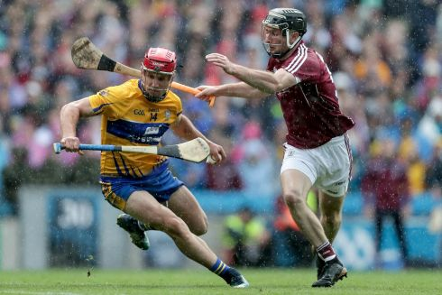 Clare's John Conlon and Padraig Mannion of Galway Photo: INPHO/Laszlo Geczo
