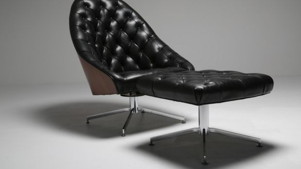 Buttoned leather armchair and ottoman by Milo Baughman from the Vintage Hub (€1,800)