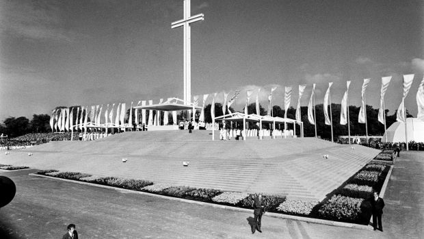 The altar at Phoenix Park in 1979, which required an acre of carpet. Photograph: The Irish Times