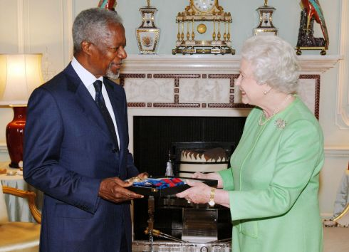 October 24th, 2007: United Nations Secretary General Kofi Annan during a meeting with Queen Elizabeth II at Buckingham Palace. Photograph: Fiona Hanson/PA Wire
