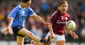 Sinéad Aherne  scores a point for Dublin as Sinéad Burke of Galway closes in during the TG4 All-Ireland ladies senior football championship semi-final at Dr Hyde Park, Roscommon. Photograph:  Piaras Ó Mídheach/Sportsfile