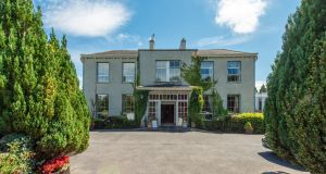 Castle Oaks House Hotel is located within 10km of Limerick city.