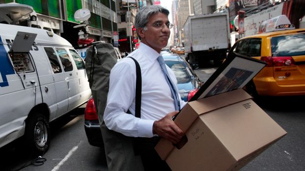 An employee of Lehman Brothers carries a box out of the company's headquarters building on September 15th, 2008 in New York City. Photograph: Chris Hondros/Getty Images