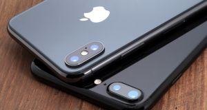 A space gray iPhone X and black iPhone 7.