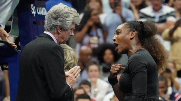 Williams argues with the official. Photo: Getty Images