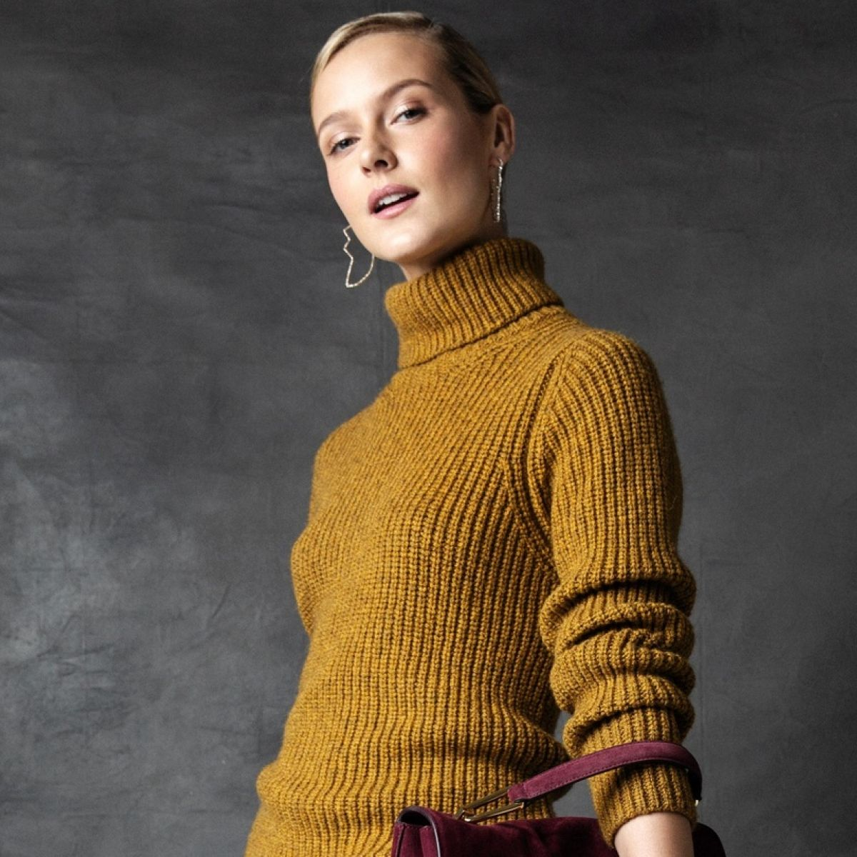 Knitted suit: a universal detail of a female wardrobe