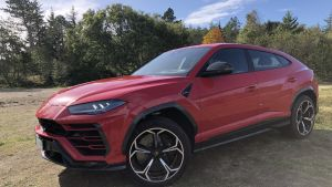 The Urus costs £165,000 (€186,000) in the UK, and that's before you even glance at the options list.