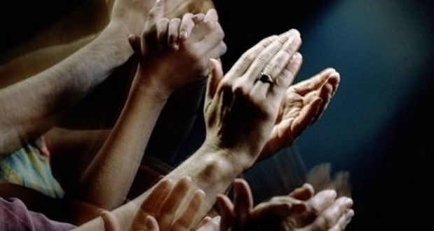 manchester students vote to swap clapping for jazz hands