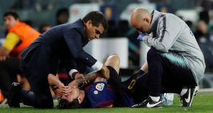 Barcelona's Lionel Messi receives medical attention during the Sevilla matchAlbert Gea